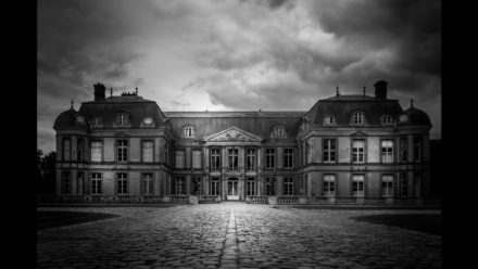 Cover des Videos 'How to Create Dramatic Black and White Photos with Lightroom Presets'
