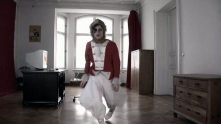 Cover des Videos 'BONAPARTE - COMPUTER IN LOVE'
